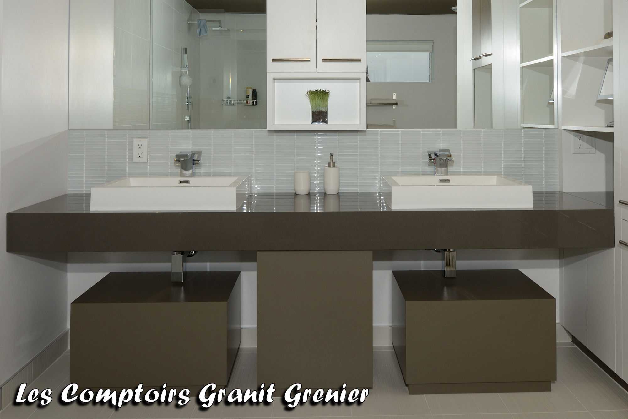 Comptoir de granit et quartz comptoirs de salle de bain for Comptoir de salle de bain