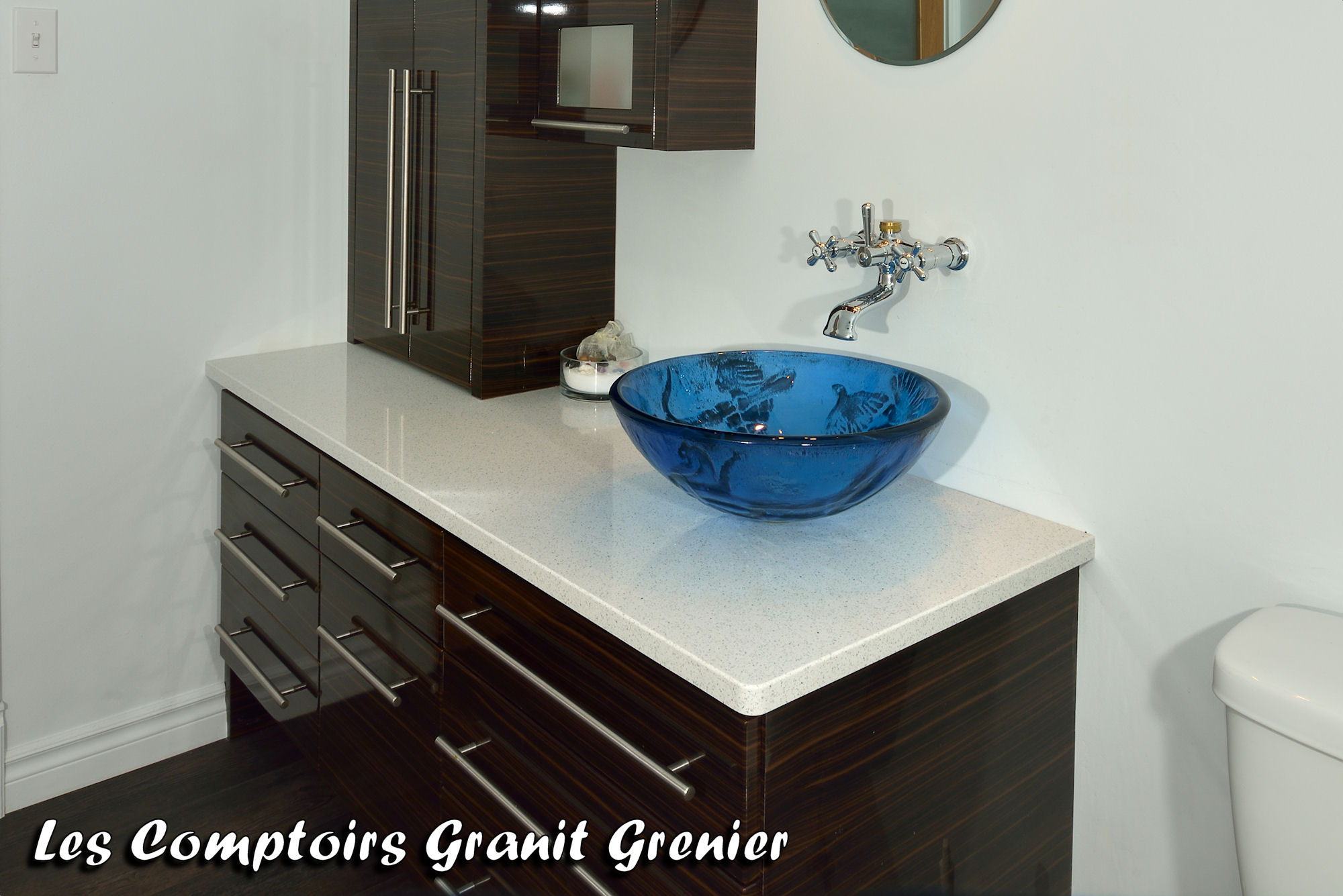 Pin by les comptoirs granit grenier on comptoirs de salles de bain en for Photo salle de bain